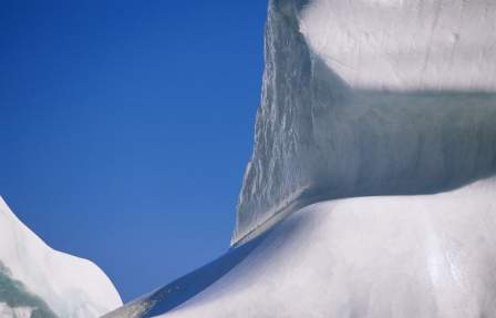 Iceberg Widescreen Wallpaper in Vista Starter